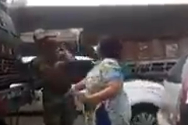 Delhi woman arrested for slapping army officer after video goes viral - Delhi News in Hindi