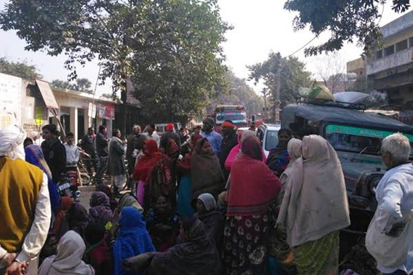 demonetization effect in azamgarh sbi bank - Azamgarh News in Hindi