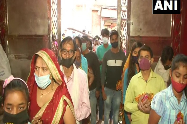 Devotees worship today on the first day of Navratri at the Durga temple in Banaras - Lucknow News in Hindi