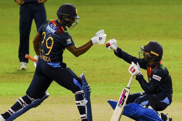कोलंबो टी20 : श्रीलंका ने भारत को हराकर 1-1 से बराबर की सीरीज