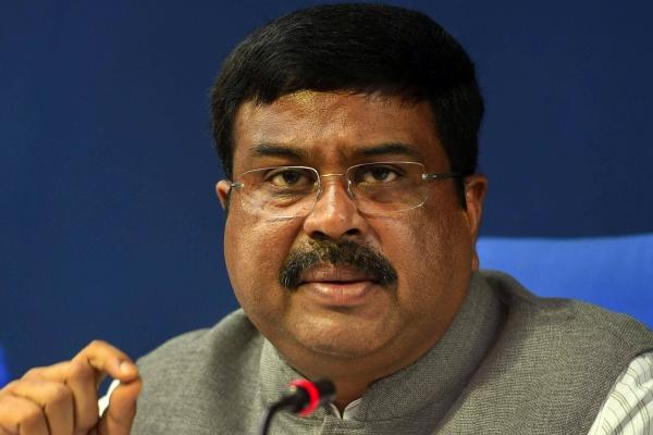 Petroleum Minister reached Varanasi, said, due to winter, the price of gas increased - Varanasi News in Hindi