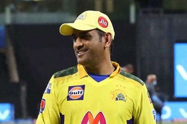CSK skipper Dhoni fined Rs 12 lakh for slow over-rate - Cricket News in Hindi