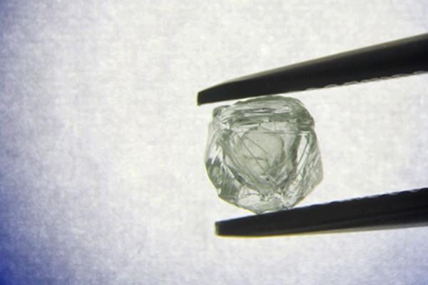 Russian mine yields 1st diamond within diamond stone - Weird Stories in Hindi