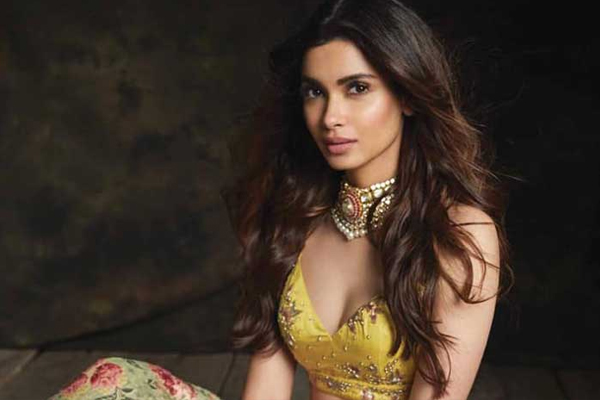 Diana Penty message to fans to stay positive - Bollywood News in Hindi