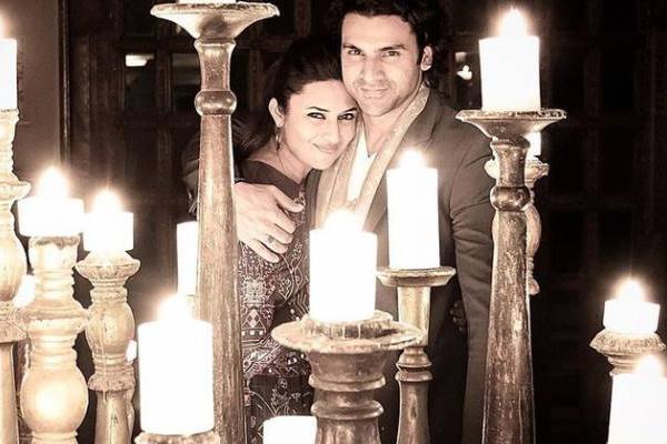 दिव्यांका और विवेक ने अपनी सगाई की सालगिरह का जश्न मनाया