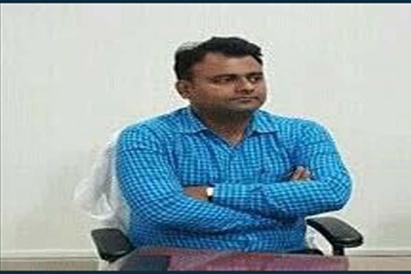 baksar dm sucide on railway track in ghaziabad - Ghaziabad News in Hindi