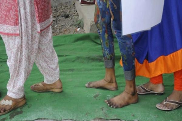 क्षत्रिय पंचायत ने यूपी में ड्रेस कोड लागू किया, स्कर्ट, जींस, हाफ पैंट और शॉर्ट्स पर लगा प्रतिबंध