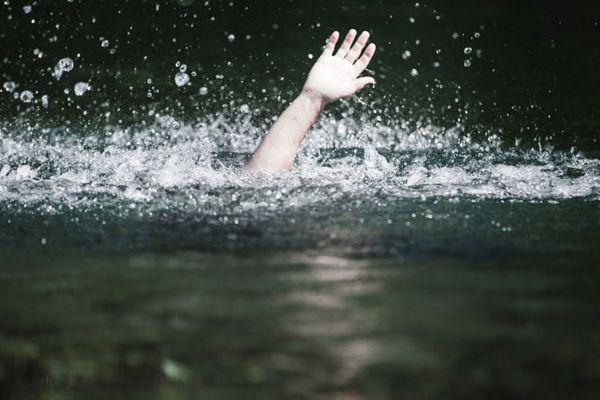 स्टीफंस के तीन छात्रों समेत 4 नदी में डूबे