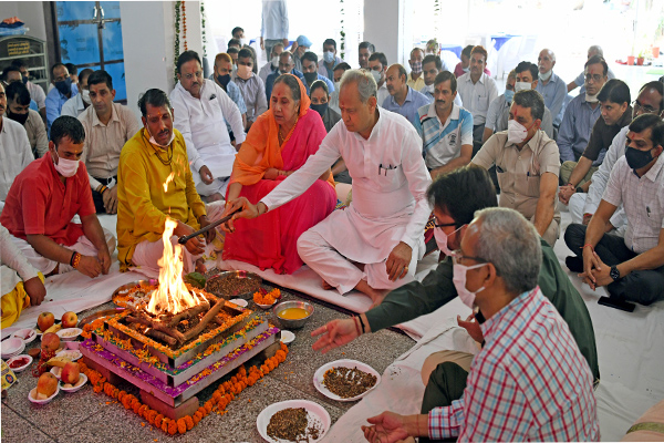 Chief Minister Gehlot offered prayers on Durga Ashtami - Jaipur News in Hindi