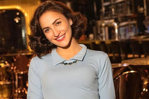 Elli AvrRam on returning home: Missed spending time with family - Bollywood News in Hindi