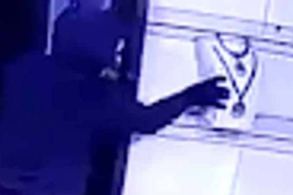 Employee steals gold from jewelers company in Jaipur - Jaipur News in Hindi