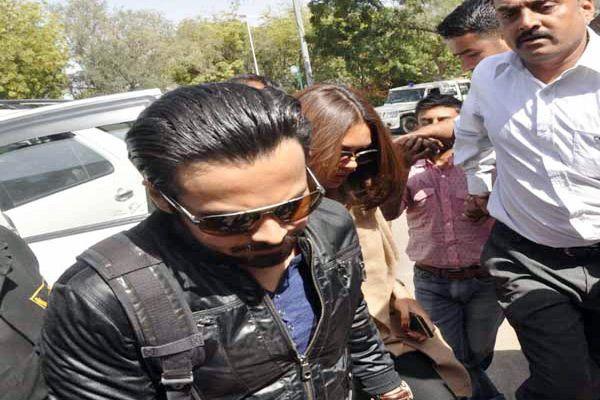 Emraan Hashmi and Esha Gupta returned to Mumbai, now will shooting of Badshaho in Jodhpur - Jodhpur News in Hindi
