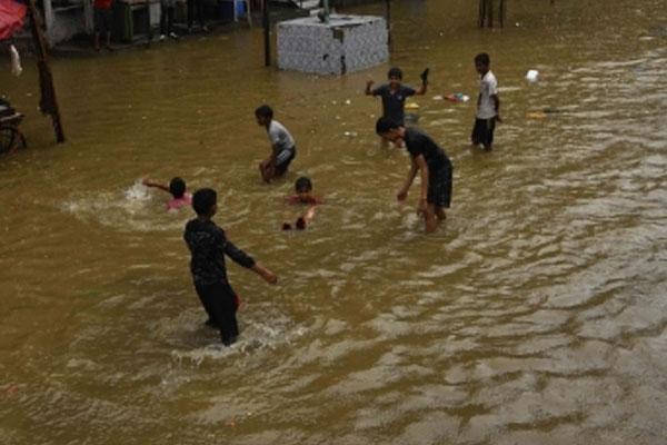 महाराष्ट्र बाढ़ राहत को 'भ्रमित' करने वाला बताते हुए एनसीपी ने भाजपा की आलोचना की