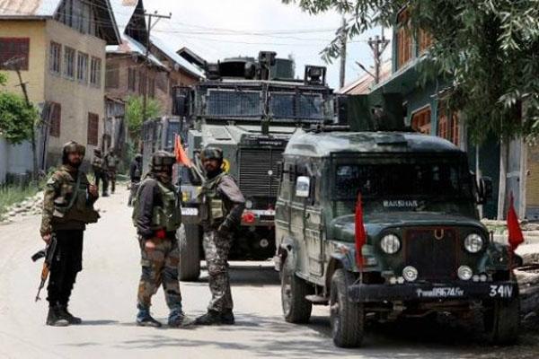 Srinagar - One policeman killed in encounter, 3 terrorists killed - Srinagar News in Hindi