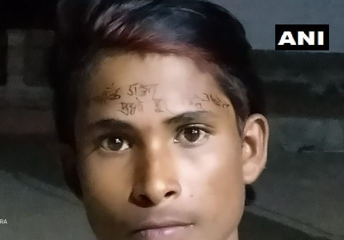 Madhya Pradesh: A Police Sub-Inspector writes I have violated lockdown, stay away from me on forehead of a labourer in Gorihar area of Chhatarpur - Wonders News in Hindi