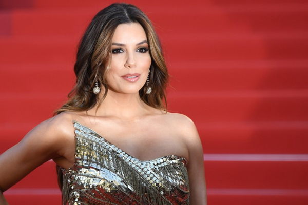 Eva Longoria never throws her shoes away! - Bollywood News in Hindi