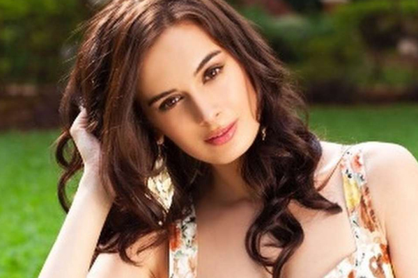 Evelyn sharma celebrates 10 years in entertainment - Bollywood News in Hindi