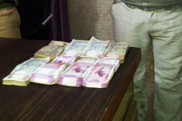 1.16 lakh cash seized in azamgarh - Azamgarh News in Hindi