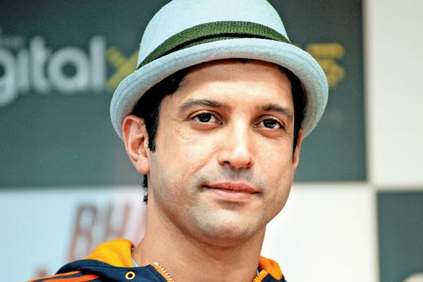 Farhan Akhtar hits out at troll over Citizenship Act - Bollywood News in Hindi