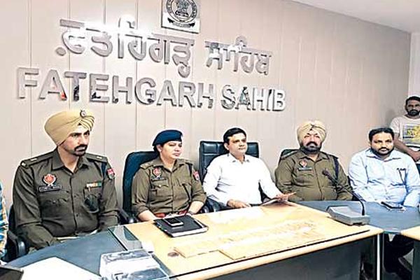 पुलिस ने कार से बरामद किया 25 किलो सोना, चार लोग गिरफ्तार