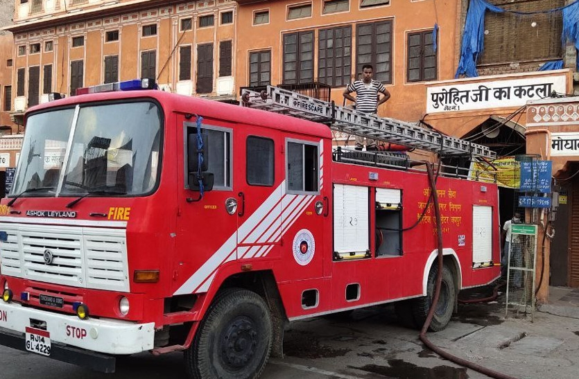Fierce fire in Jaipur textile market, fire engine could not go inside - Jaipur News in Hindi