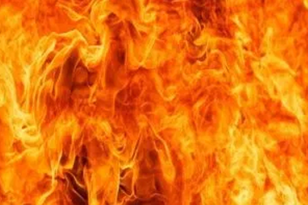 Four people died in a fire in Banda in Uttar Pradesh - Banda News in Hindi