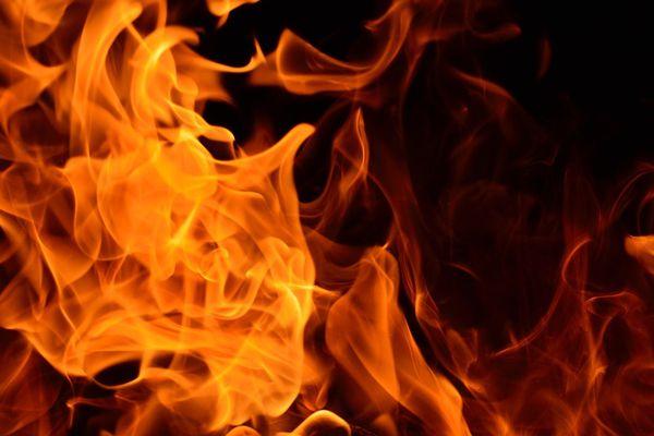 Maharastra: Maoists set fire 76 trucks in Garhchiroli - Mumbai News in Hindi