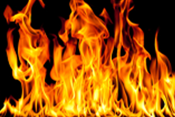 Father sets 25-yr-old son on fire in Mangaluru - Crime News in Hindi