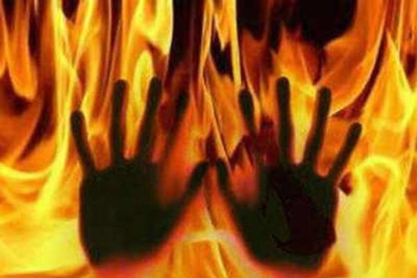 धौलपुर में महिला ने दो बेटियों के साथ केरोसिन छिड़क कर आग लगाई
