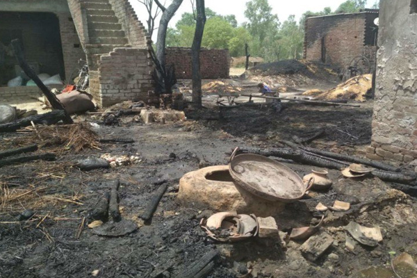 Fire In Village Of Kasganj, One killed - Kasganj News in Hindi