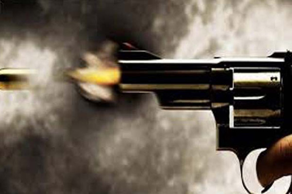 Policeman shoots man for protesting against molestation in UP - Azamgarh News in Hindi