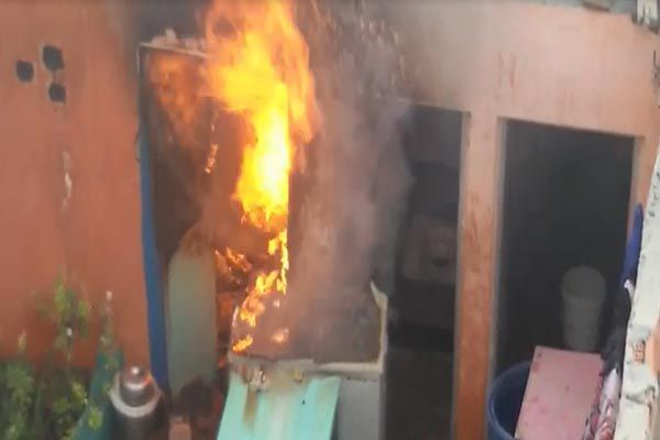 fire in a gas cylinder one injured in ghaziabad - Ghaziabad News in Hindi
