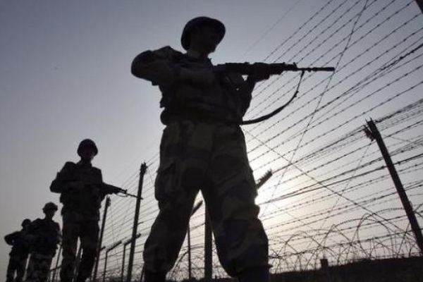 pakistan army fires at indian border posts - Srinagar News in Hindi