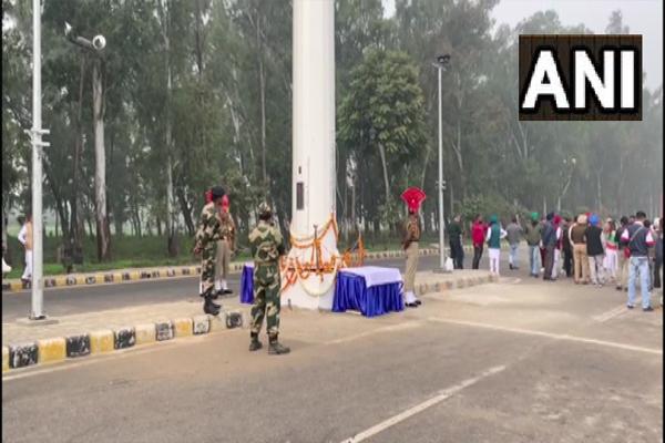 पंजाब में भारत-पाकिस्तान बॉर्डर पर 165 फीट लंबा तिरंगा झंडा फहराया गया
