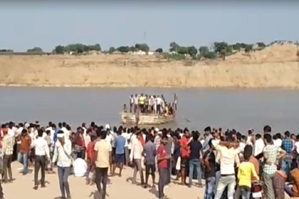 Dholpur Five Men Drwon In Chambal River While Immersing Durga Idol - Dholpur News in Hindi