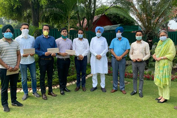 Punjab Health Minister handed over appointment letters to 18 food safety officers - Punjab-Chandigarh News in Hindi