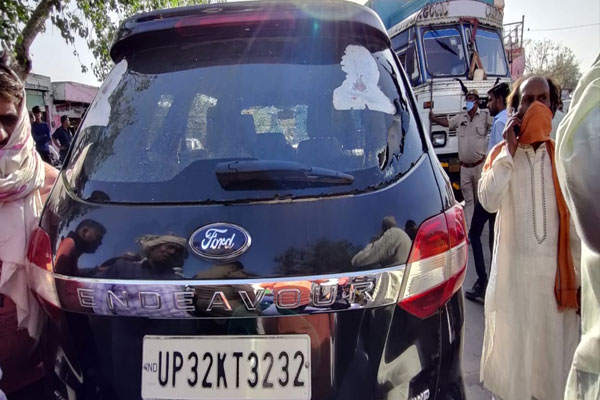 Rajasthan: Farmer leader Rakesh Tikait convoy attacked, car glass broken, ink thrown - Alwar News in Hindi