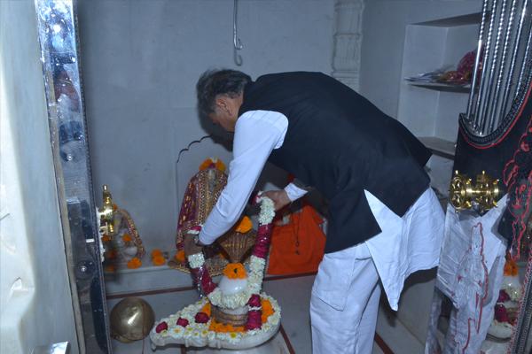 मुख्यमंत्री ने जालोर में जलंधरनाथ महादेव के दर्शन किए