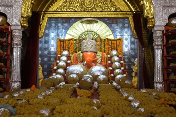Hyderabad famous Ganesh laddu fetches Rs 18.90 lakh - Hyderabad News in Hindi