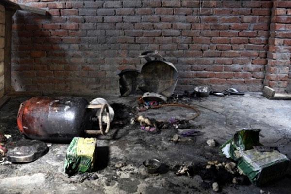 यूपी के गोंडा जिले में कई रसोई गैस सिलेंडर फटे ,मचा हड़कंप