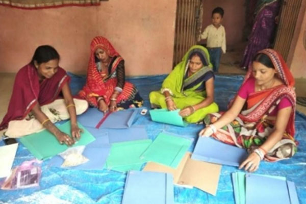 Employment, envelopes and file covers became a means of livelihood in the village itself - Gorakhpur News in Hindi