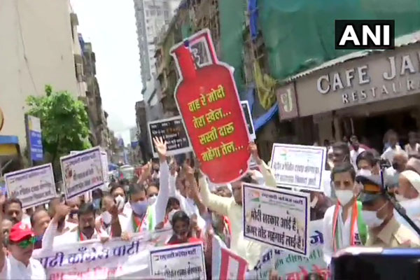 Youth Congress demonstrated against the government in protest against the rising prices of gas cylinders - Delhi News in Hindi