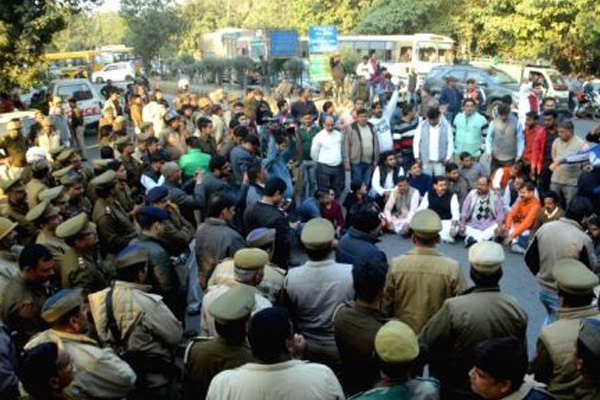 Over 100 pro Hindu activists booked in Ghaziabad for rioting over love jihad - Ghaziabad News in Hindi