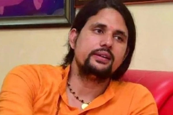 Yoga guru Anand Giri expelled for being in touch with family - Allahabad News in Hindi