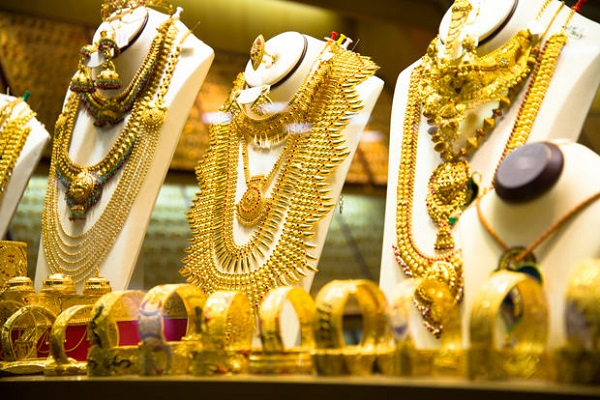 Gold gives more than 28 percent return in the year 2020 - India News in Hindi