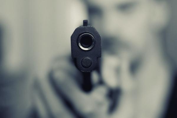 यूपी पंचायत चुनाव में उम्मीदवार को मारी गोली