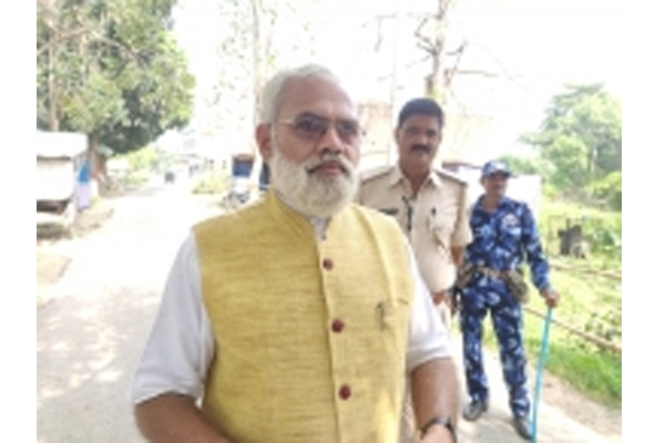 Bihar election - Prime Minister lookalike greetings from Hathua region - Gopalganj News in Hindi