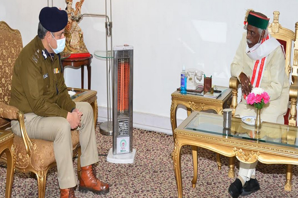 पुलिस महानिदेशक संजय कुंडू ने राज्यपाल से मुलाकात की