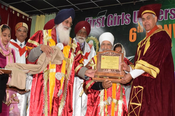 Governor administers degree to 294 students - Sirmaur News in Hindi