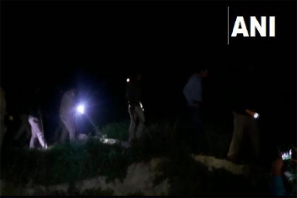 यूपी के कासगंज में शराब माफिया के हमले में कांस्टेबल की मौत, एसआई घायल